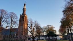 Kerk met Vrijthof en kiosk_tn.jpg